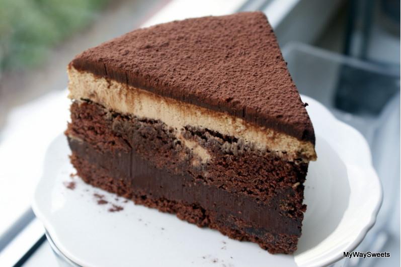 Ciasto czekoladowe z masą orzechową i kawą inką